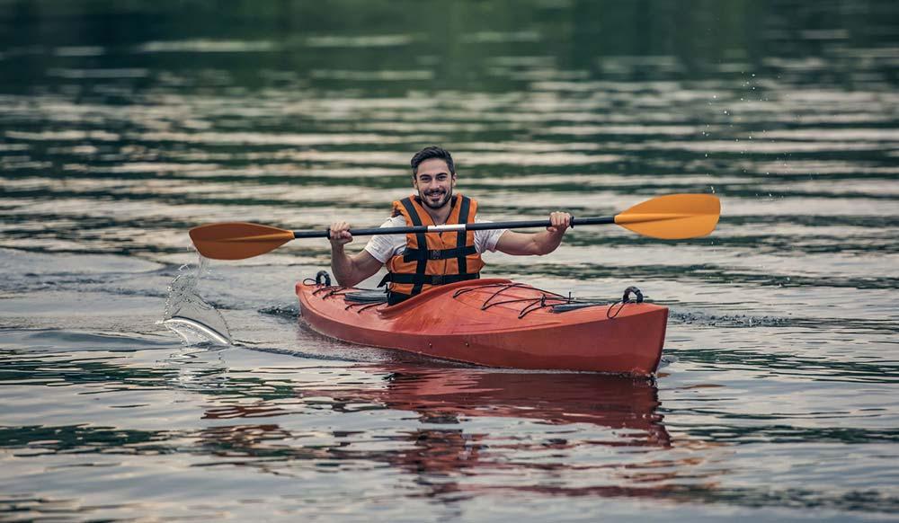 Man red kayak