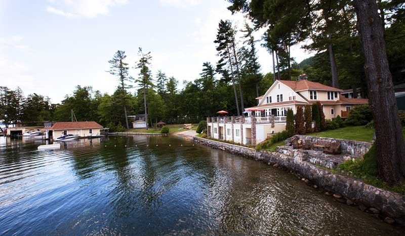 Lodge directly on lake george
